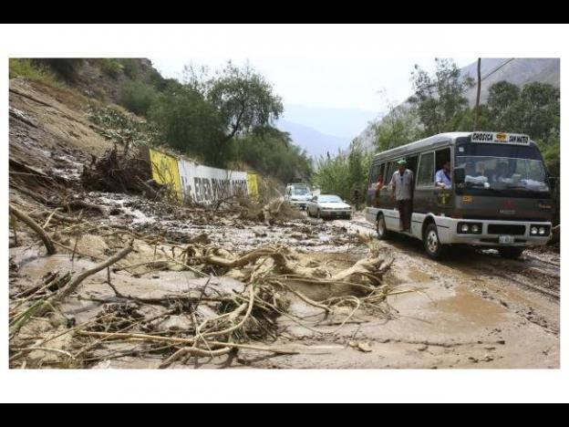 Heavy rains cause mudslides and road closures in Apurimac