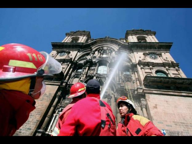 Cusco's firefighters lack equipment