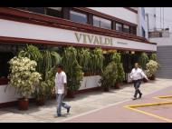 Vivaldi: Piano music, great ambience and over 100 menu items