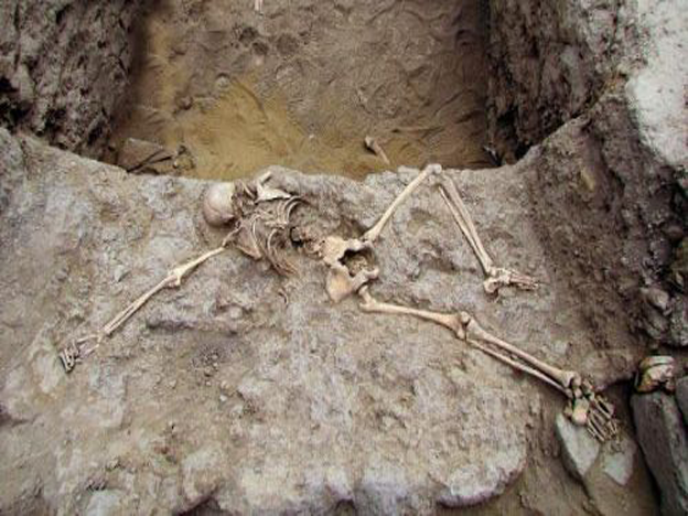 Archaeologists find remains of sacrificed woman in Peruvian ruins