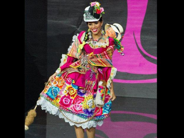 CNN journalist makes fun of Miss Peru's national costume, causes a stir