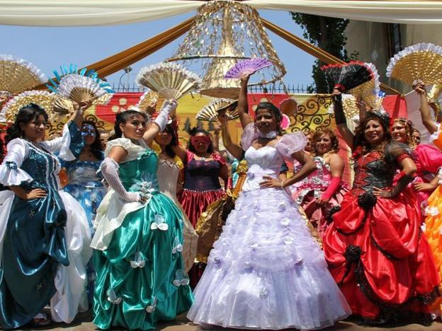 Women prisoners in Peru make ballgowns out of recycled material (PHOTOS)