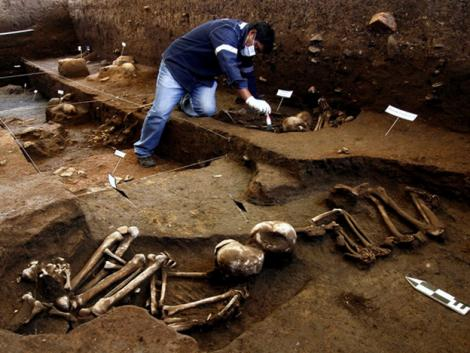 Archaeologists find 3,000-year-old graves in Cusco, Peru