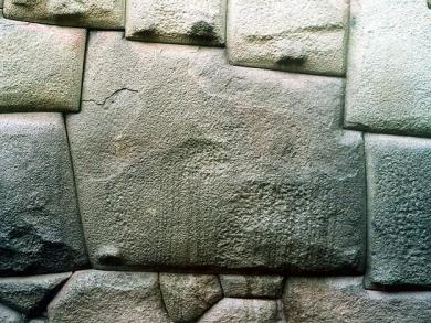 How can Peruvian authorities protect archaeological sites from vandalism?