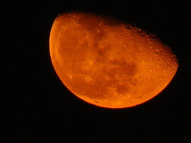 "Spanish scientists to observe ""blood moon"" eclipse from Peru"