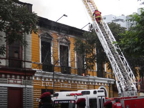 Fire destroys historical mansion in Lima, Peru