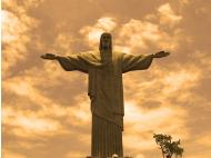 Rio de Janeriro´s Christ glows orange