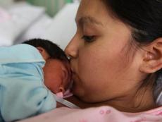 First Lady Nadine Heredia sees plan launched for newborn health