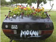 Mo Van: Rusty car moves memories