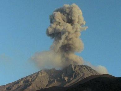 Ubinas volcano erupts twice this morning