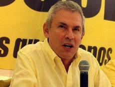 Luis Castañeda's disapproval rating increases 10%