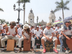 Plaza de Armas to smash Cajón World Record