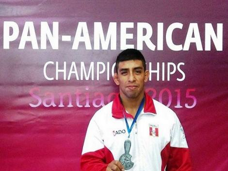 Peruvian wrestlers achieve victory and 2015 Pan Am Games qualification