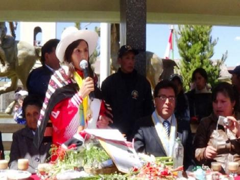 Junin awards Peruvian runner Gladys Tejeda a Medal of Honor