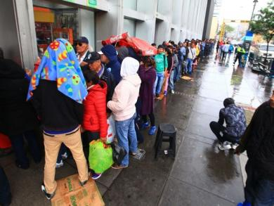 Peru's long lines for highly anticipated match vs. Chile