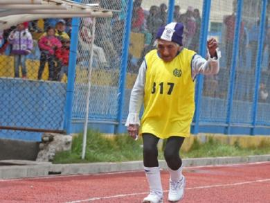 Near 100 years of age, this Peruvian woman ran the highest marathon in the world