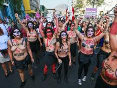 Lima: Women march against gender violence (PHOTOS)