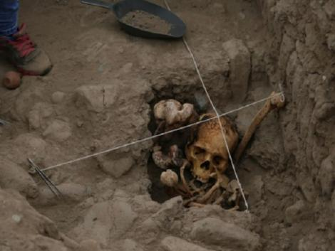 Lima: Huaca Pucllana researches unearth four Ychsma mummies