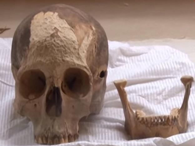 Lima: Remains of presumed weaver dating back to 3,500 years ago found in huaca