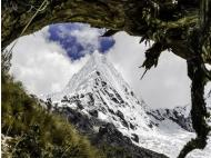 Huascaran: Rescue team finds bodies of two missing climbers