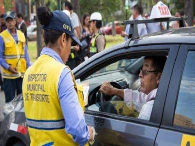 Lima looks to regulate taxi service applications