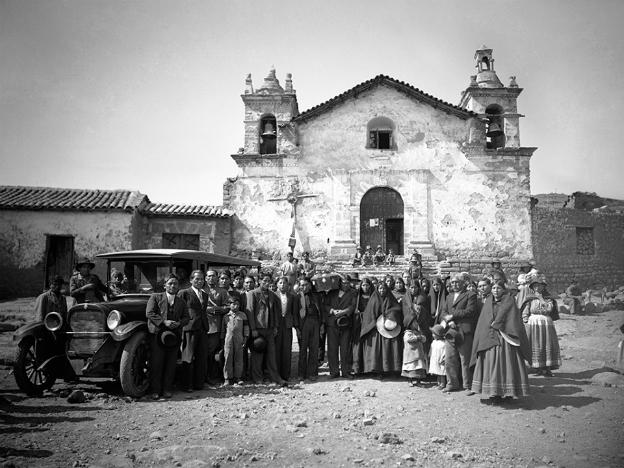 Preserving 60,000 photographs of Ayacucho