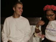 Justin Bieber makes girl's dream come true (VIDEO)