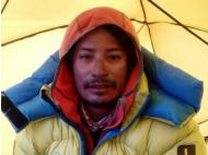 Peruvian Mountaineer Conquers Everest Peak Without Supplemental Oxygen