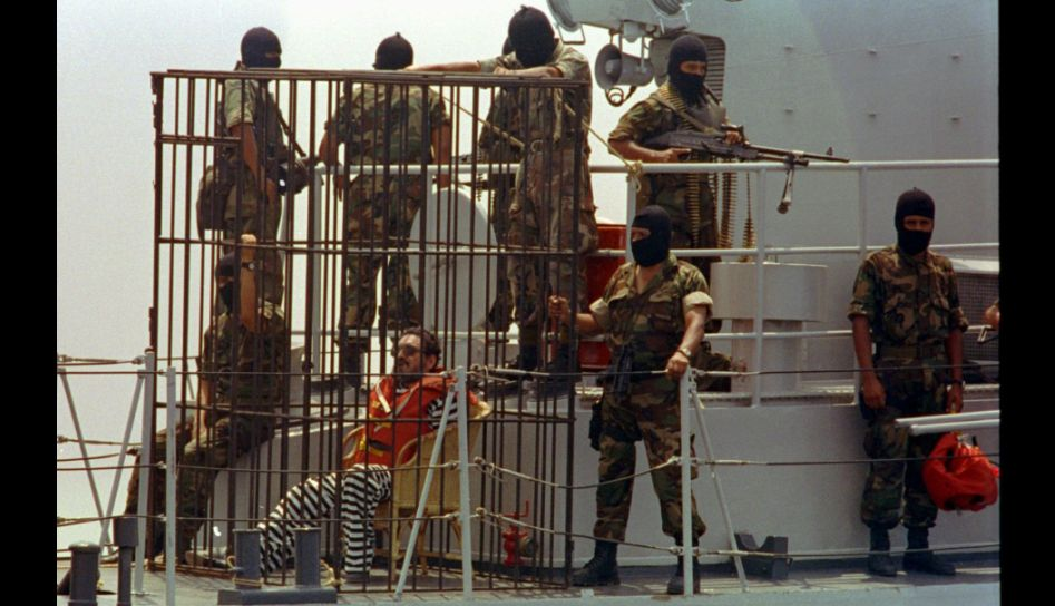 Guzman being transported to San Lorenzo naval base.
